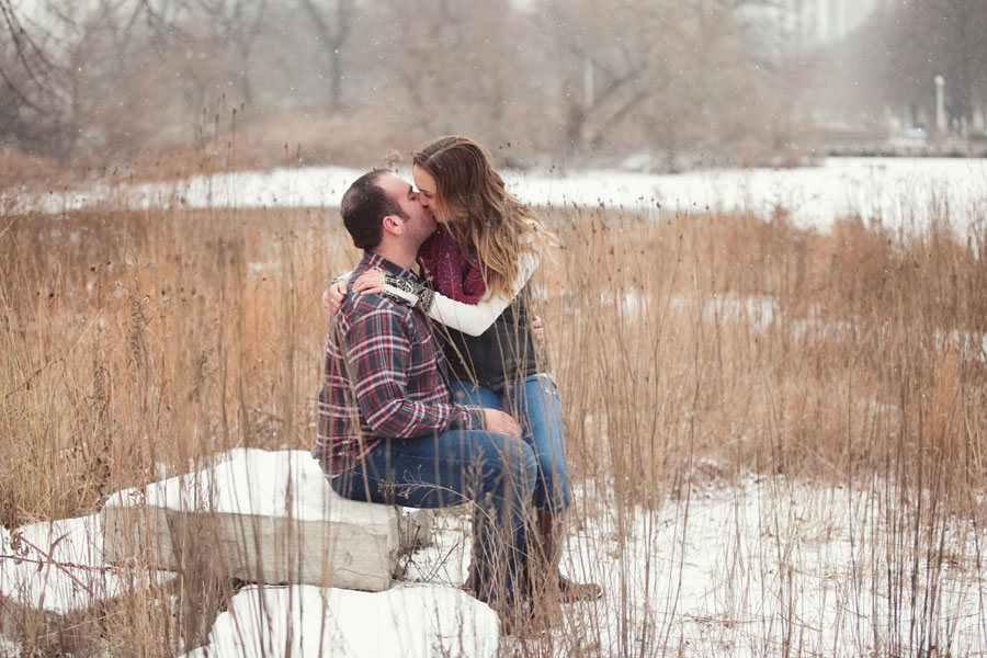 winter-chicago-engagement-photo-020