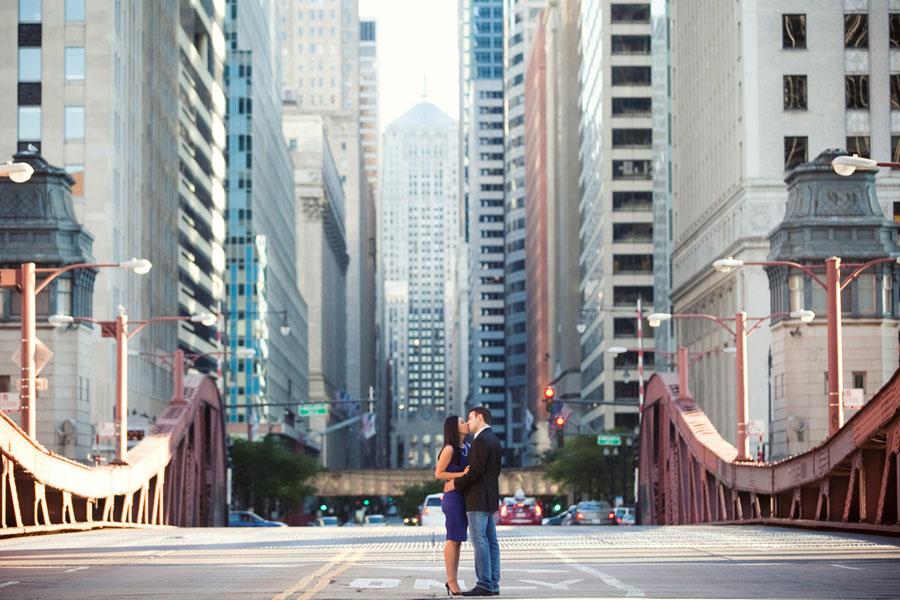 la salle street bridge chicago engagement photo