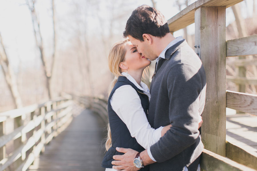 lake-forest-engagement-photos-009