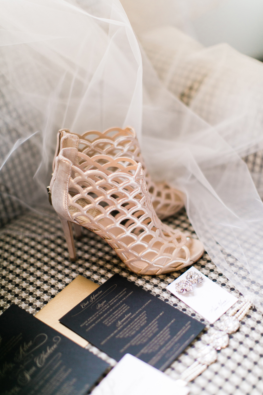 winter-wedding-bride-shoes