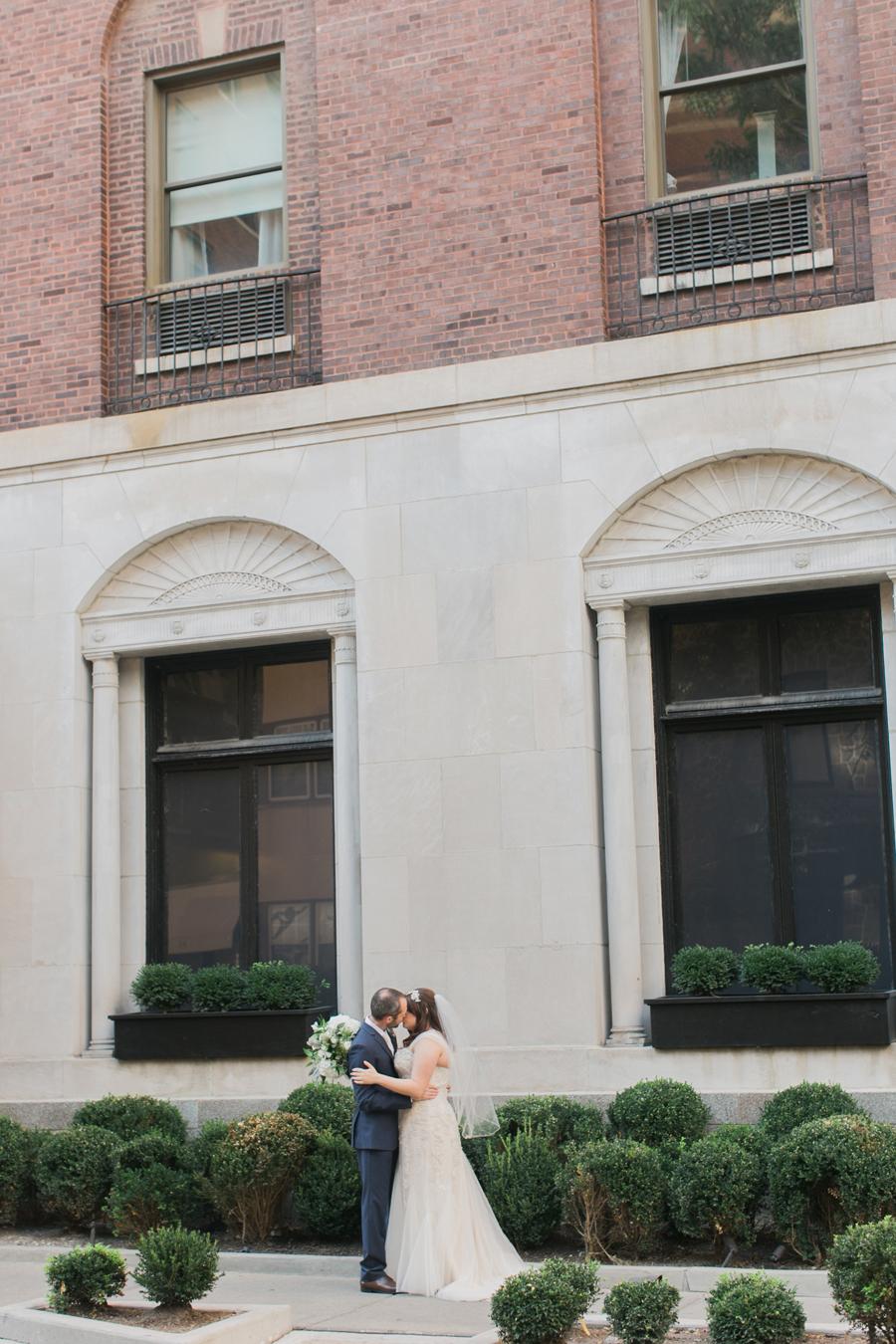 intimate-restaurant-wedding-chicago-012