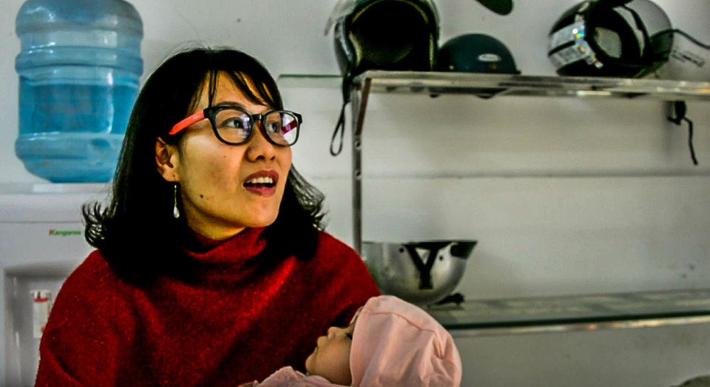 Woman telling her story (Hong, Hanoi)