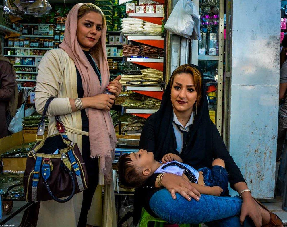 Femmes et enfant la place Tajrish