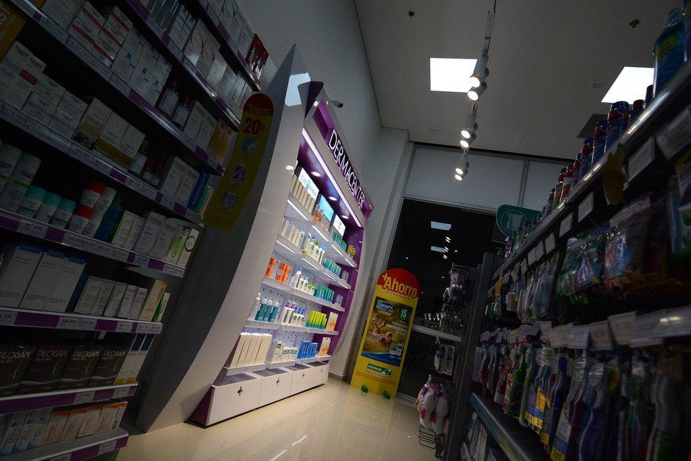 Diseño y proyección mueble exhibidor productos dermocosméticos Droguerías Cruz Verde