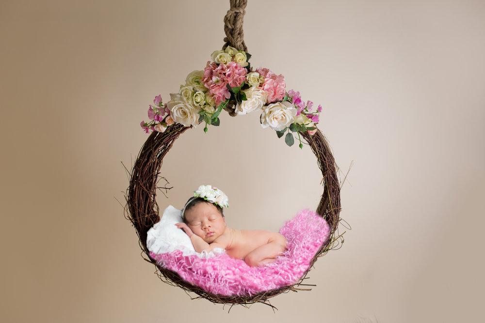 little_pose_hanging_basket_pink (2).jpg