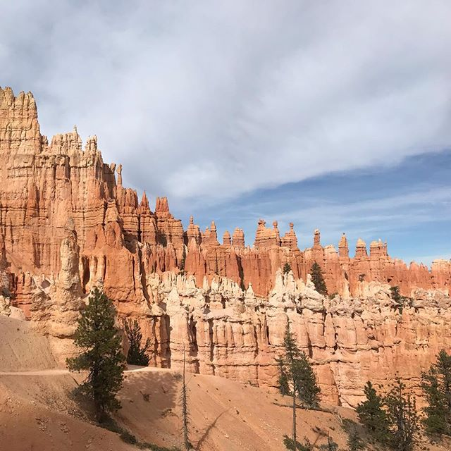 Bryce Canyon was epic! 🏜✨ . . . . #hikethehoodoos #brycecanyon #utah #girlstrip #hikingadventures #adventurehuntress #ilovenationalparks