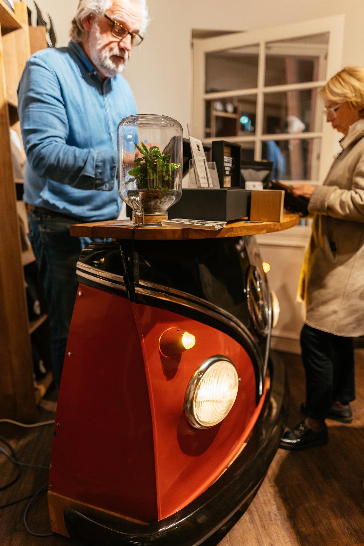 Offensichtlich: - Der Mann hat ein Faible für VW–Busse!
