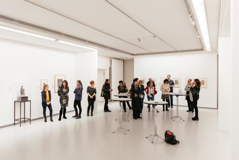 Die BesucherInnen des Presse–Events zur neuen Ausstellung!