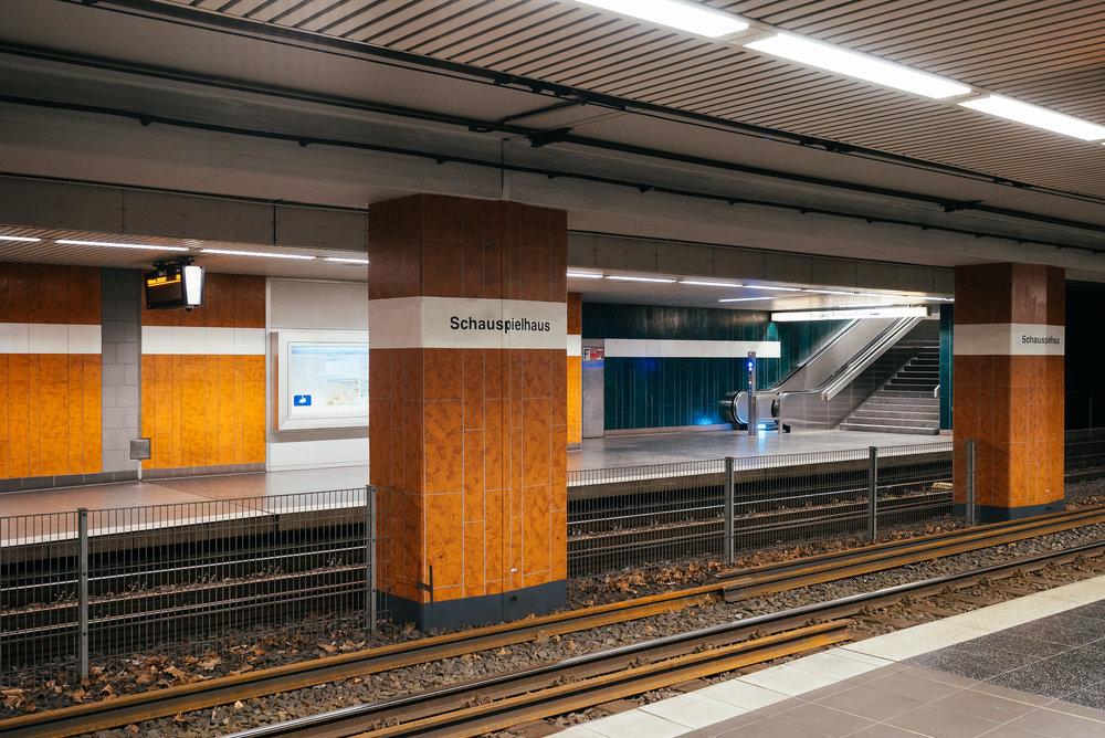 Praktisch: - Das Schauspielhaus hat übrigens sogar eine eigene U-Bahn-Station!