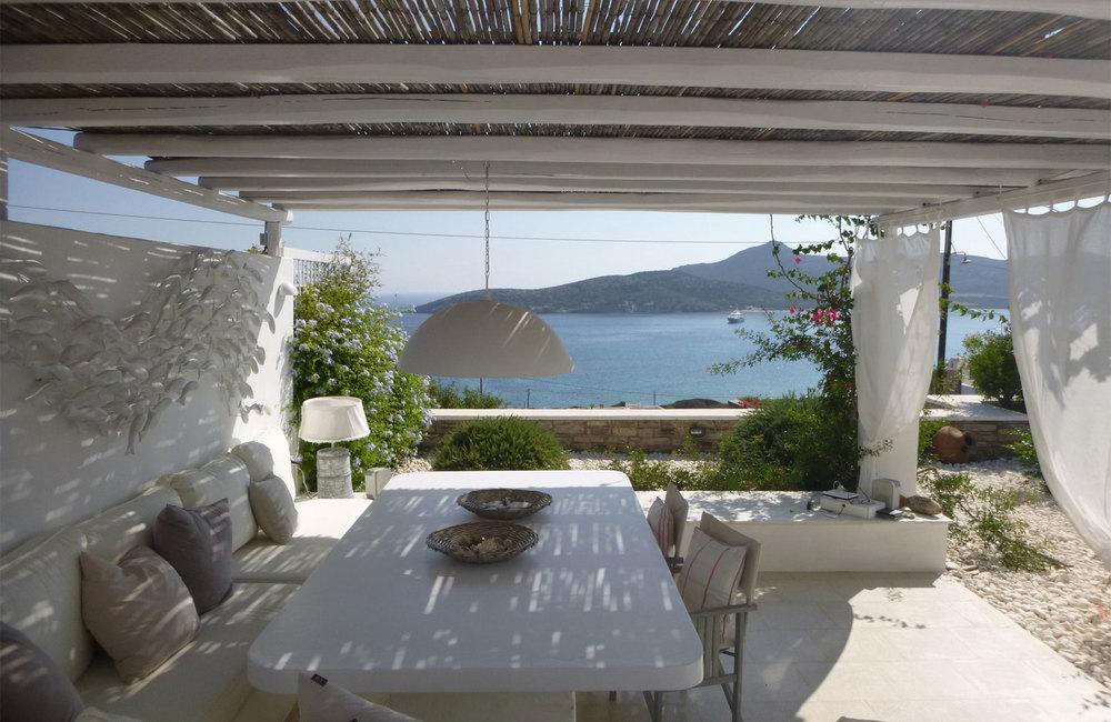 HQ_holidayhouse_Antiparos_Cyclades_minimal-exterior_pergola.jpg