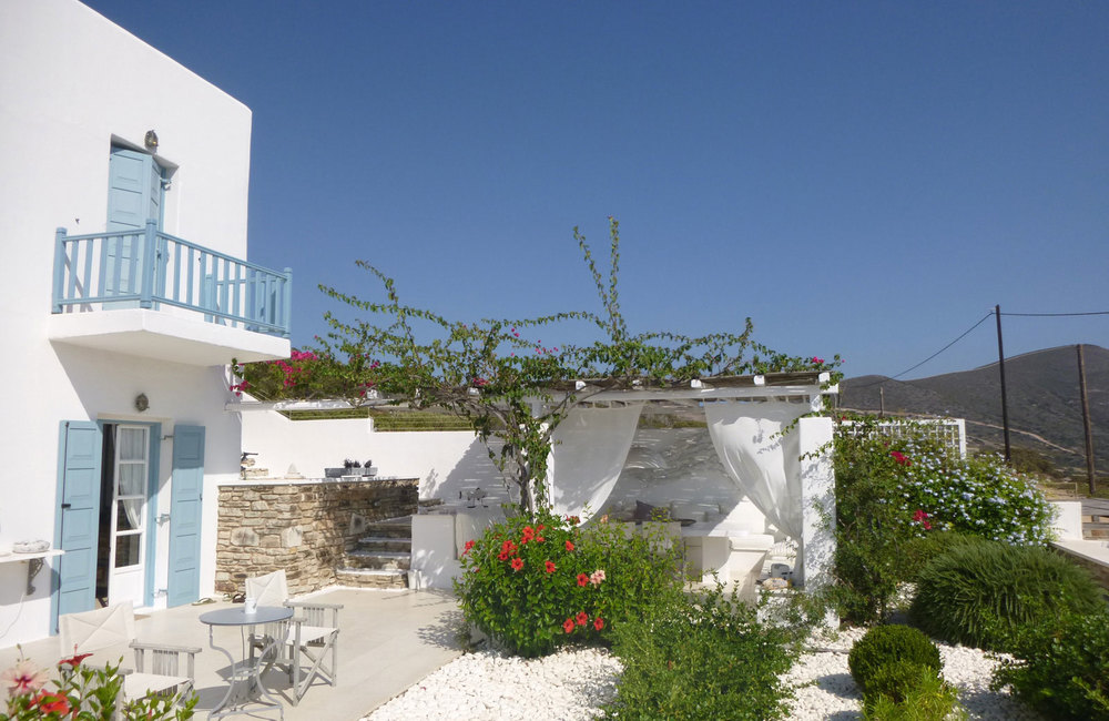 HQ_holidayhouse_Antiparos_Cyclades_minimal-exterior_pergola_holiday-house.jpg