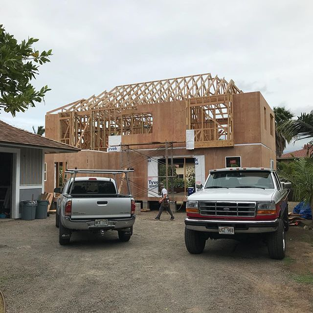 Trusses flew today 🙌. This building is really going to take shape over the next couple weeks.  Tomorrow we will start on the front and back covered lanai framing which will also be used as scaffolding to reach the upper roof split pitched overhangs. . . One thing that struck me today was our framing team, myself included, are all 35 or under. Everyone was dialed in and helping each other put this roof framing together seamlessly.  Gave me a nice feeling that the future of Maui construction is being carried forward with some passionate young craftsmen 🤙😎🤠. . . #keepcraftalive #kihei #maui #hawaii #architecture #engineering #homebuilder #finehomebuilding #contractor #customdesign #designbuild #handcrafted #beachhouse #plantation #carpentry #vaultedceiling #makena #wailea #oceanview #rixey #design #structural #earthquake #hurricane #design #uplift #framing #truss #hawaiian #style