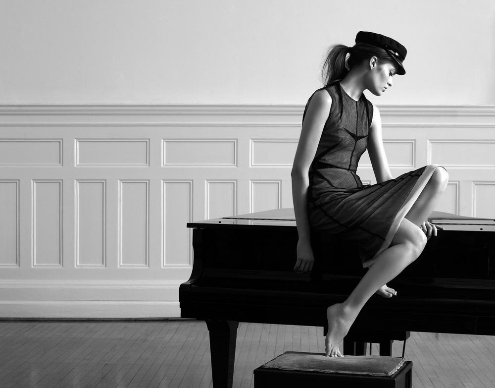 Olivia-Beasley-fashion-Marios-Schwab-01.jpg