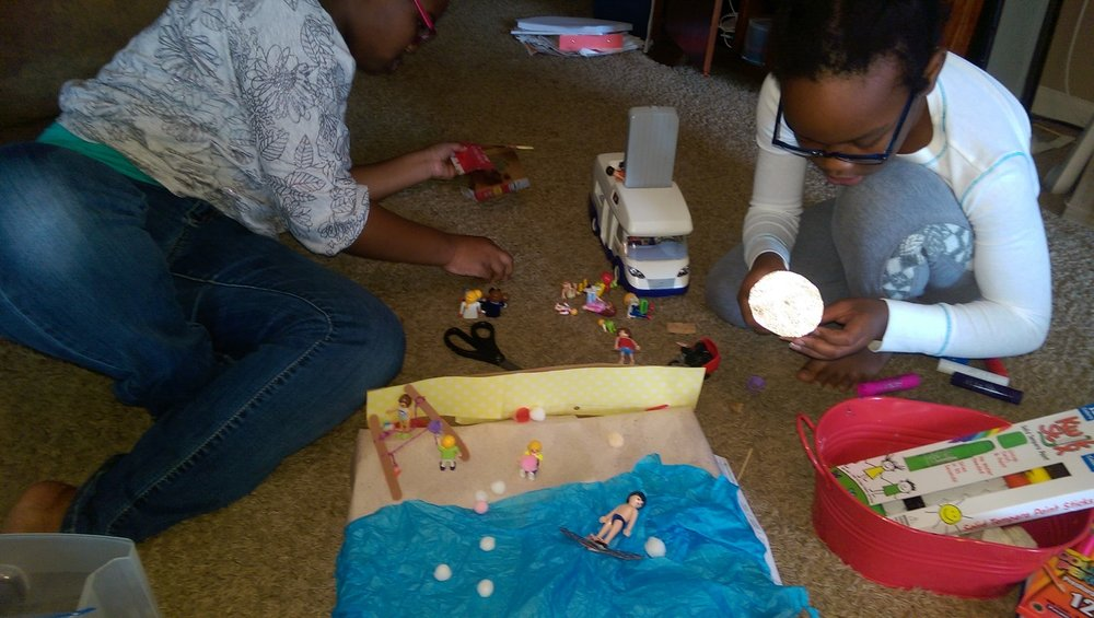 Making a mini parade float ... it's beach themed