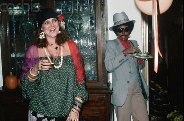 Joni Mitchell in blackface at a Halloween party in 1977