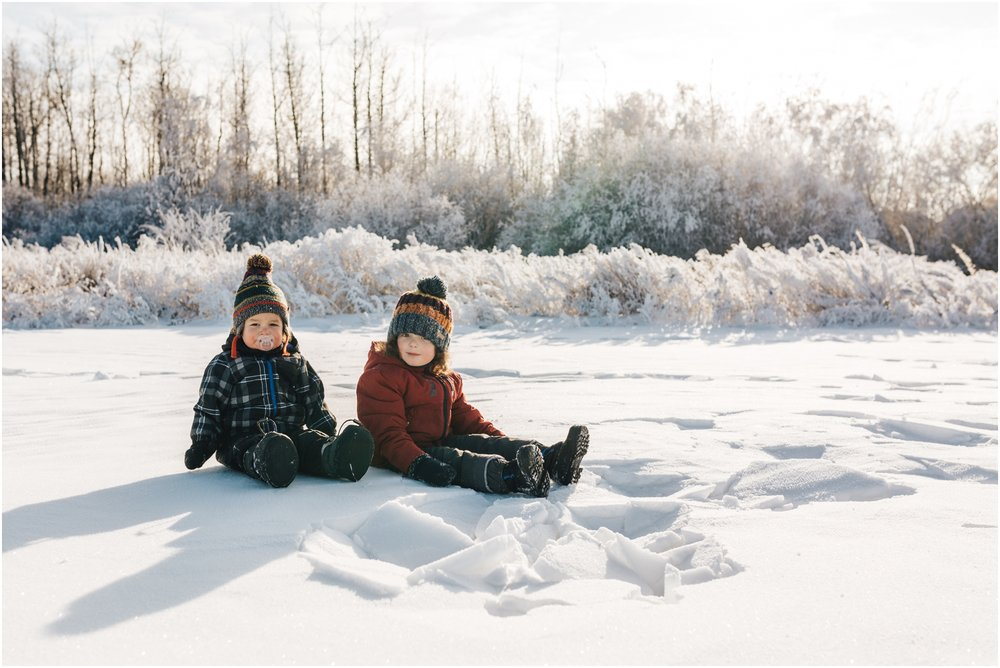 Treelines Photography - Edmonton Lifestyle Photographer - kids playing in snow