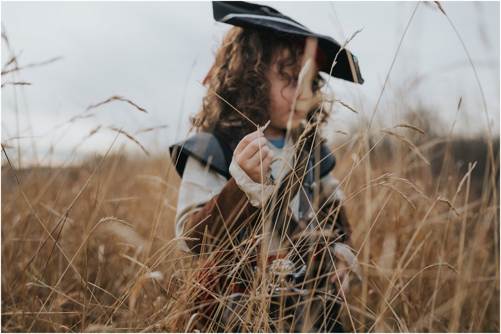 Edmonton Family Lifestyle Photographer - Pirates on a hill - Halloween costume - fall autumn fields