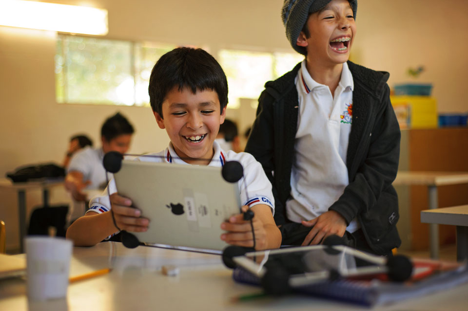 ipod-boys-laughing-school.jpg