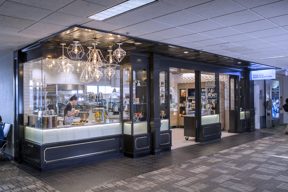 People Pleaser - Donut worry, be happy! Our airport location (an award-winning, nationally recognized gem) is looking for a wonderful customer service cashier. Sounds like you? Then keep reading below...
