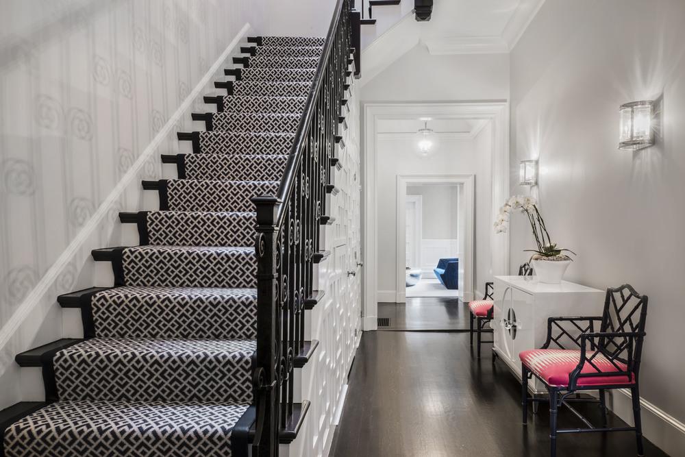 staircasedecreaselightwall1.jpg