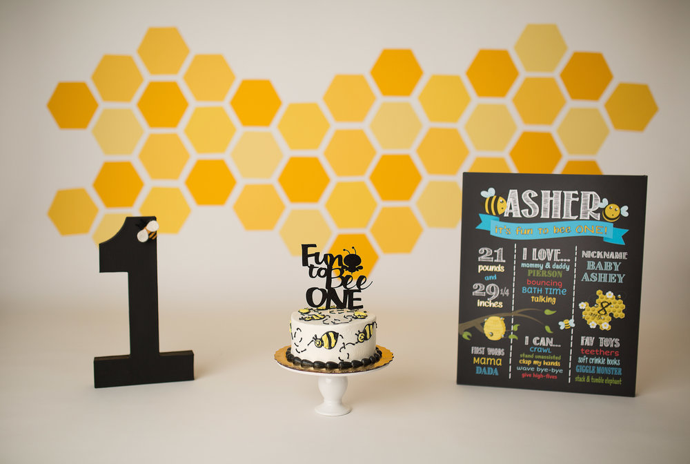 bumble bee cake smash.jpg