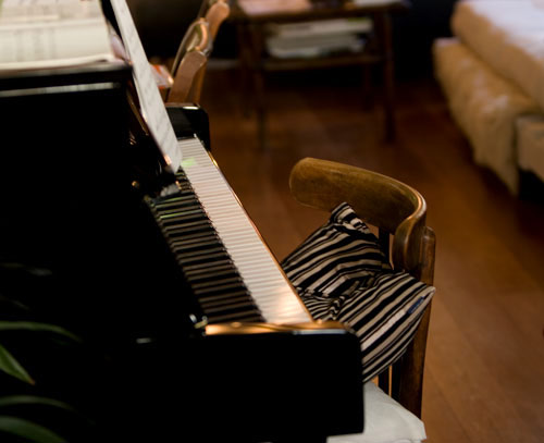 pjb_pianochair1.jpg