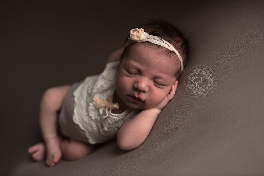 best-edmonton-newborn-photographer