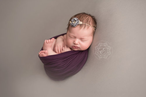 Although a posed newborn session can take place in your home it is much more likely to take place in a photography studio whereas a lifestyle session is