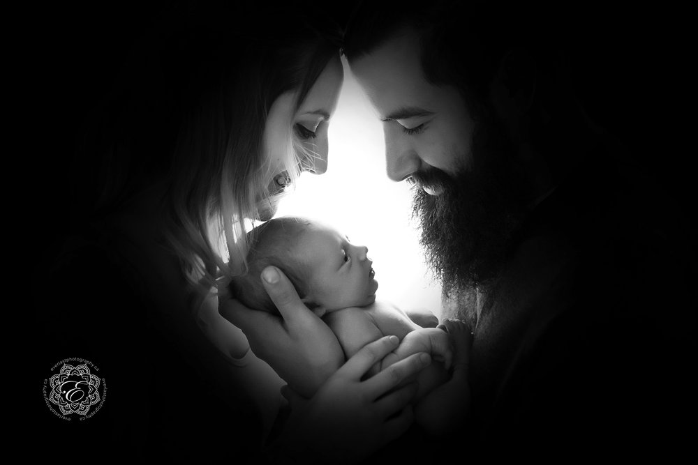 mom-dad-and-newborn-baby.jpg