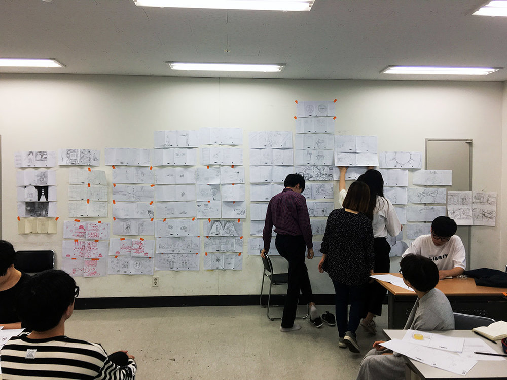 Students were preparing for wall critiques at my 'Illustration Studio' class in Seoul National Univ. of Science and Technology.
