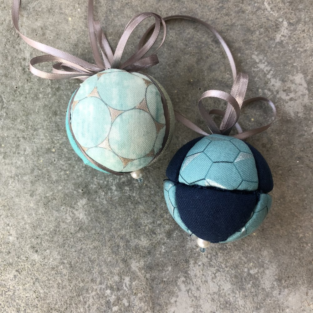 Kimekomi Ball Ornaments in Shimmer On and Essex Linen from Robert Kaufman Fabrics.