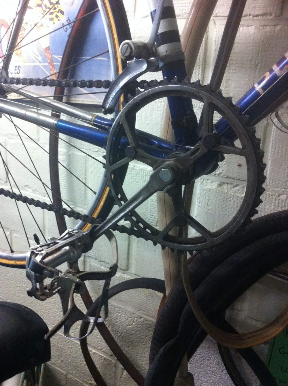 ... not exactly Shimano Di2 and the front changer had a hand operated lever (no cables) ...