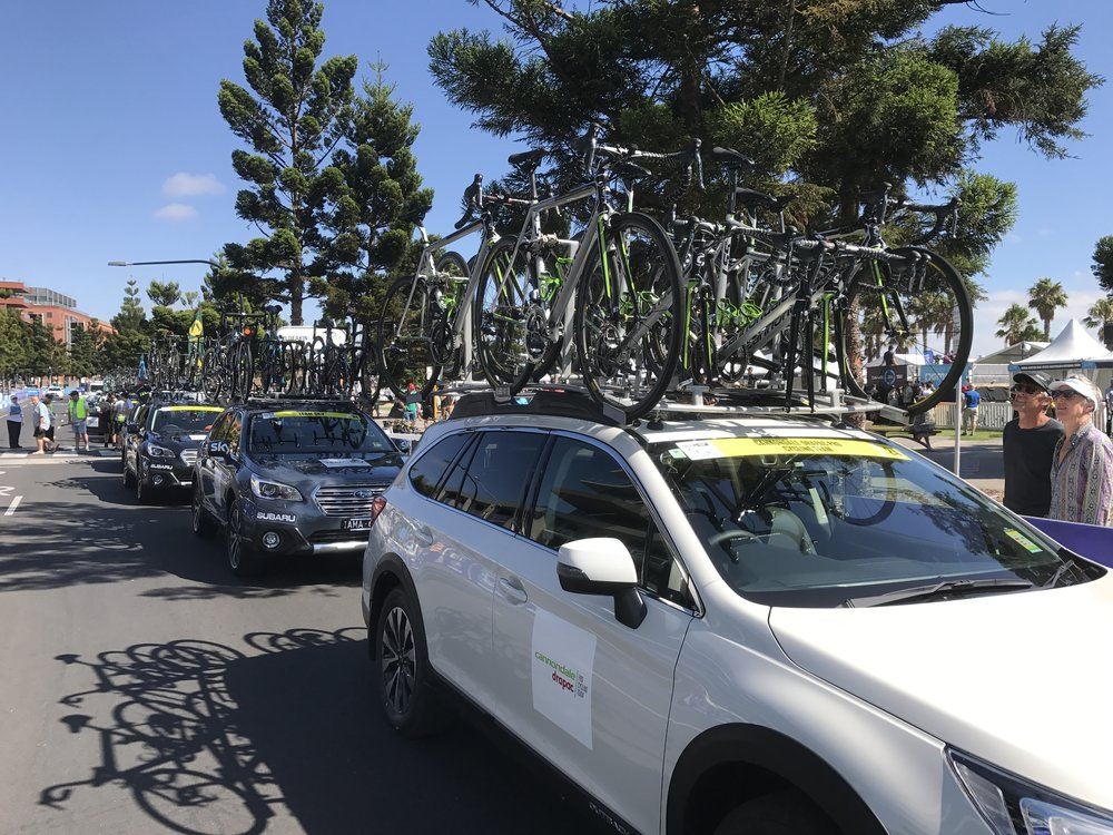 Cadel Evans 2017 - Convoy on the start line