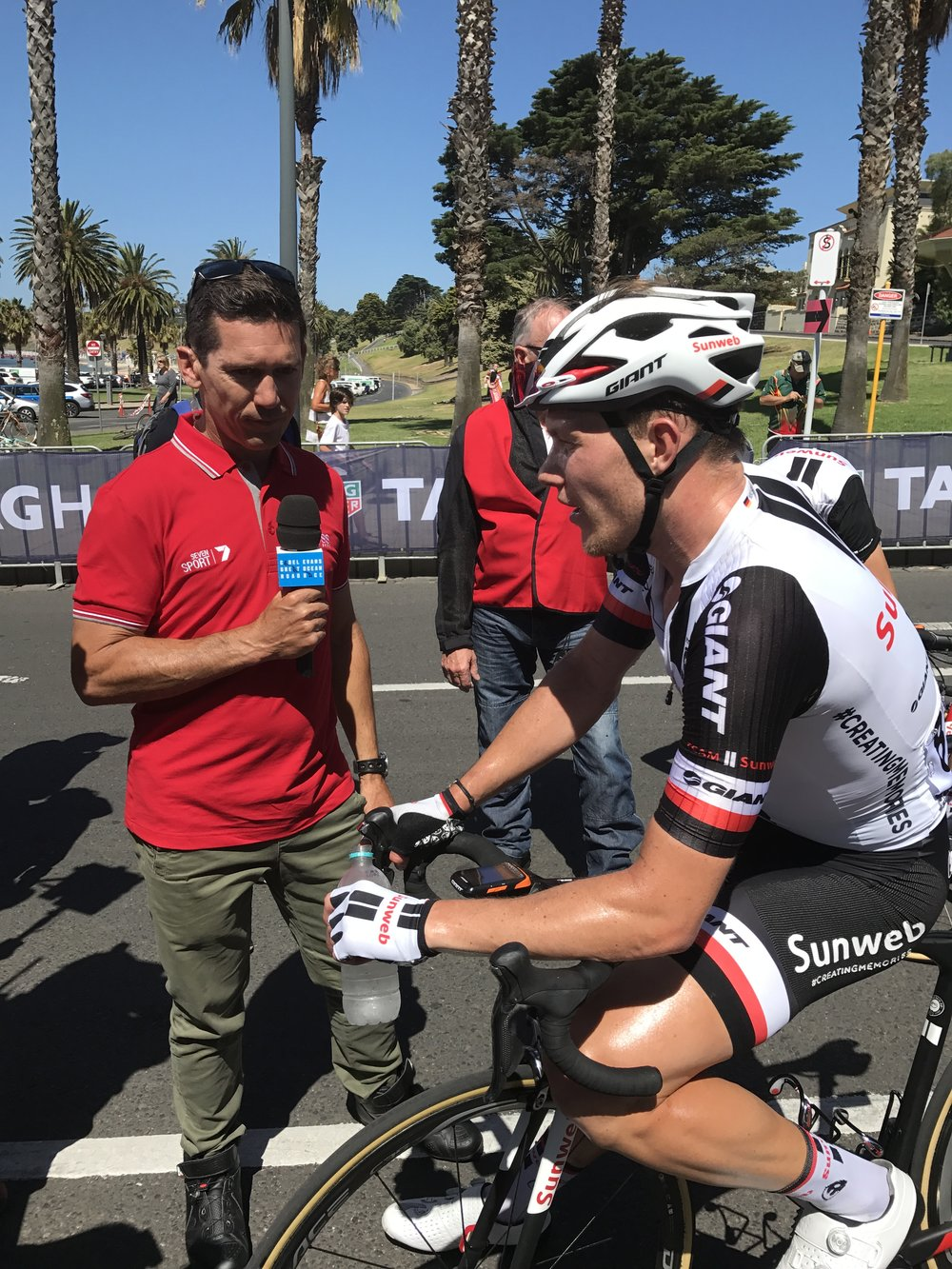 Cadel Evans 2017 - Robbie McEwen interviews the winner Nikias Arndt