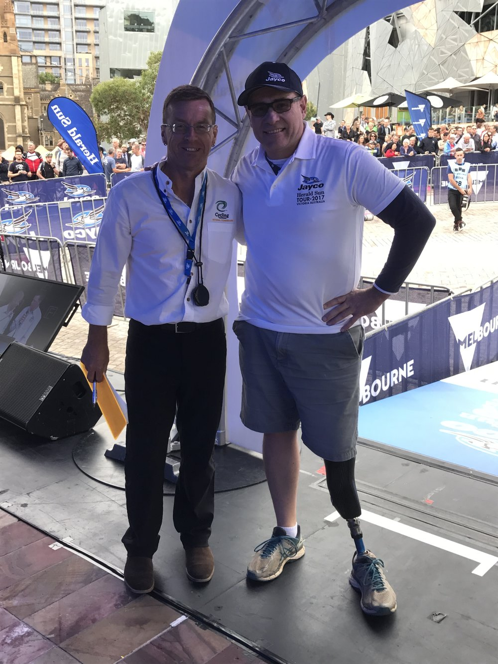 HST 2017 Prologue - Greg Nunn (Judge) & Alex Simmons (BiciSport) on the HST start podium