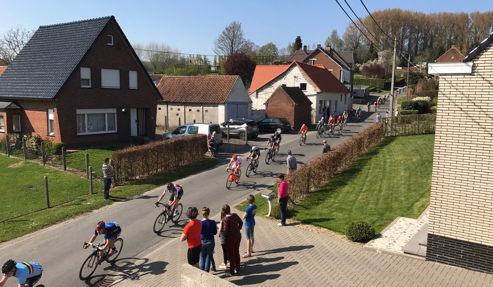Ronde Van Vlaanderen Under 23 National Teams 17 - the peloton screams past the Kokerelle B&B
