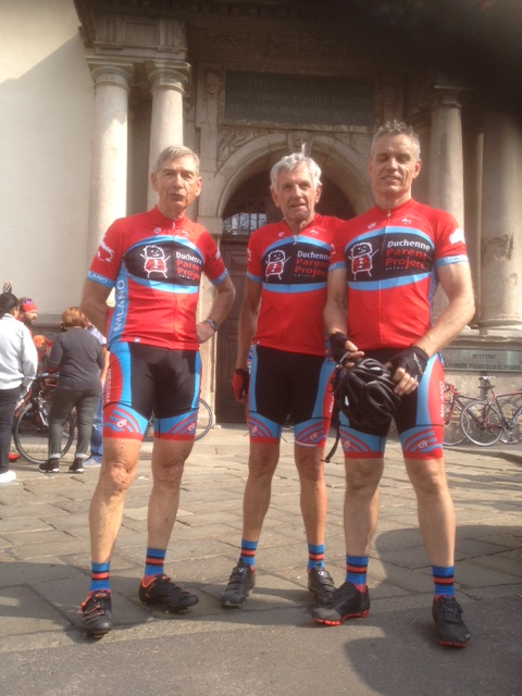 Italy 17 - BiciSport Master Gladiators (Joc Young, Ian Grainger & Karl Hoad) made it into Milan with a Police escort no less (maybe they were being arrested and didn't know it ?). The charity ride was from Sicily to Milan over 20 days.