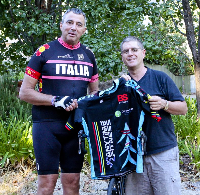 New 2018 BiciSport member Frank Signor receives his team jersey from Peter Budd. Frank has been seconded into the BiciSport Distinguished Gentleman's Team for the Nowra Team Time Trial Championships in July.