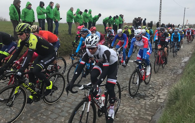 BiciSport in Flanders @ 23 Mar - E3 Harelbeke Classic passes over the Holleweg cobbles near Oudenaarde with Michael Matthews