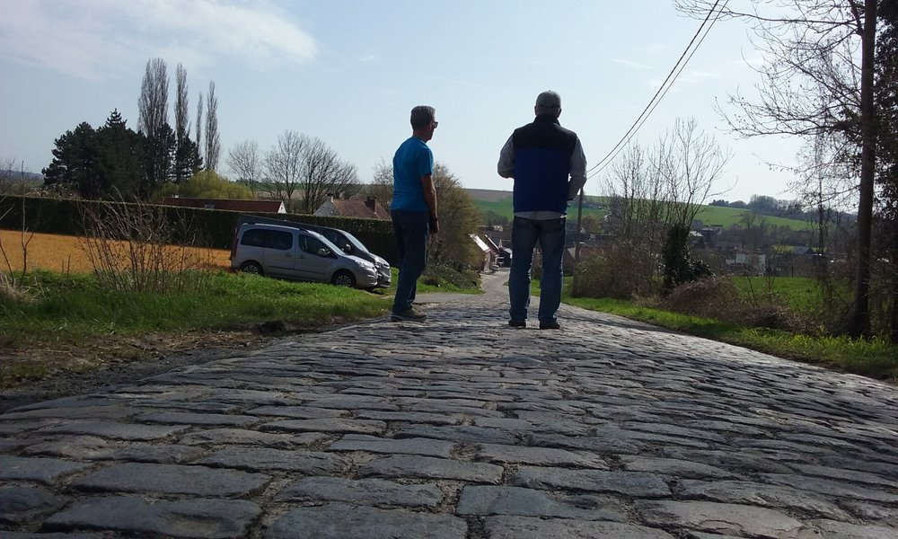 Eikenberg Climb near Oudenaarde @ 7 Apr ... waiting for the Under 23 Tour of Flanders.  Photo Mike O'Brien