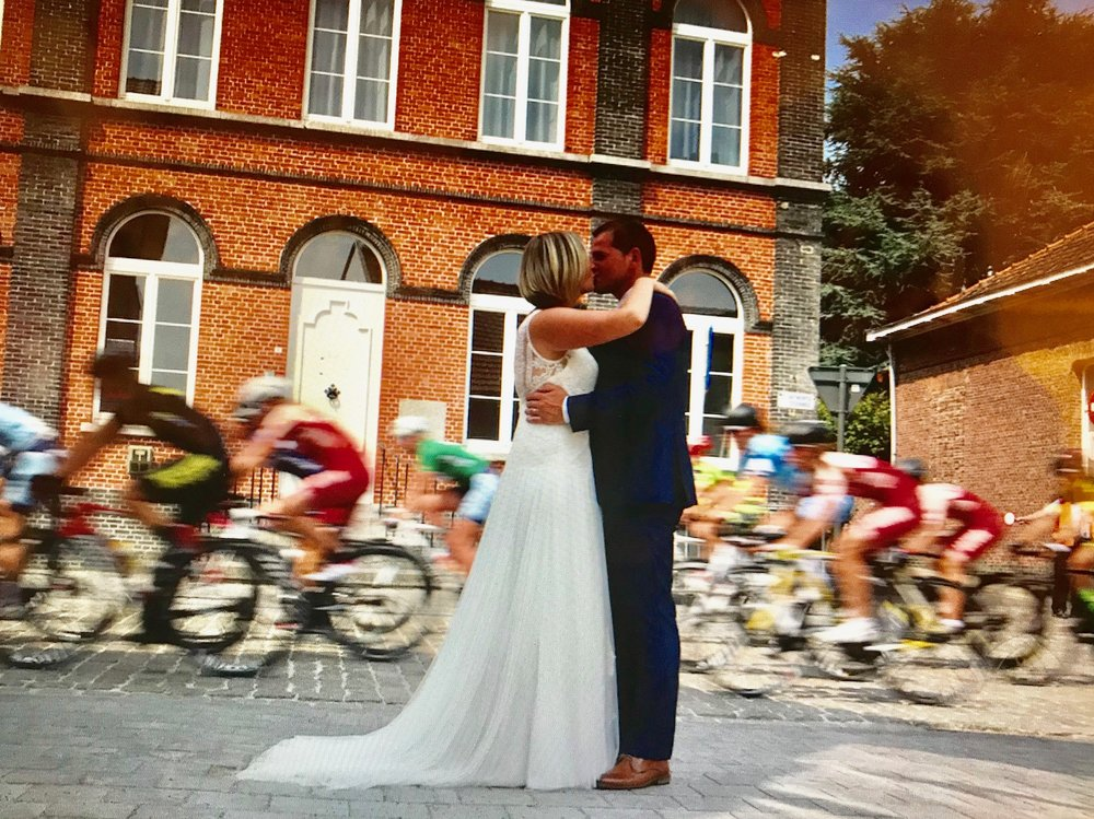 Maarten & Jasmine VerHulst married near Antwerp (Belgium) on 7 July. The VerHulst family has assisted several BiciSport riders to compete in Belgium over the years. The wedding ceremony was conducted at the Beveren Castle but a nearby bike race held on the same day allowed the above picture to be taken.
