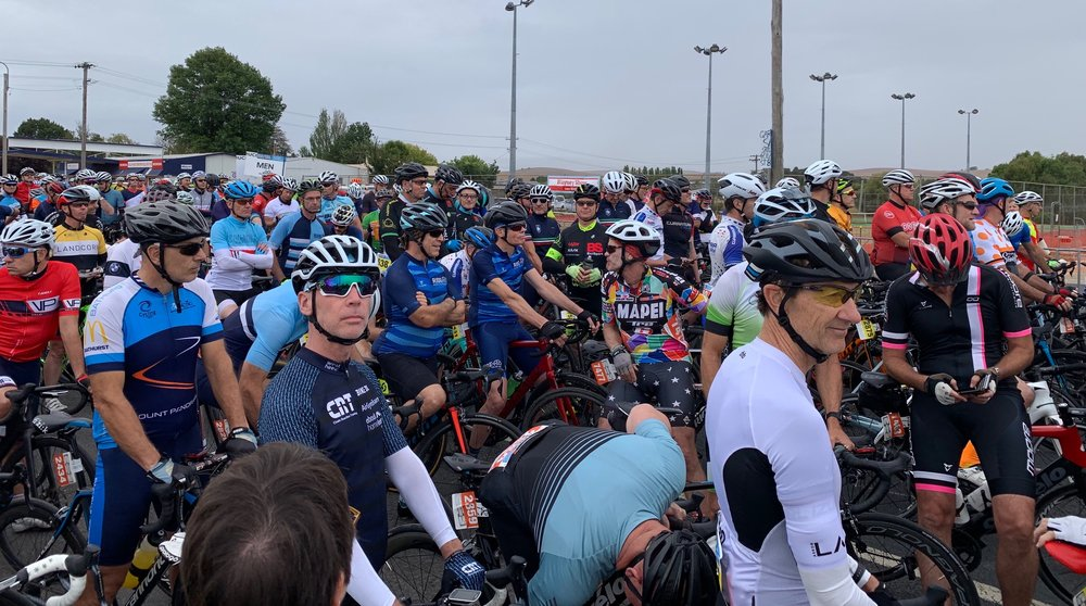 B2B @ Blayney start @ 17 Mar - Peter Budd (Happy Wheels) in the middle of the B2B peloton