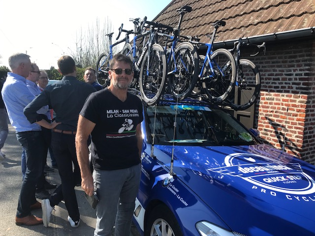 E3 Grand Prix @ 29 Mar @ Kortekeer Climb Feed Zone -  Marty Wright and the QS team car with the accompanying  Specialised Venge swarm . Photo MOR