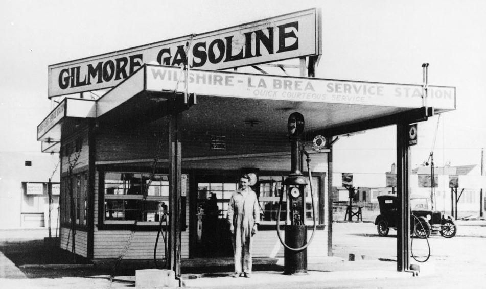 Gilmore_Gas_Station_1920.jpg