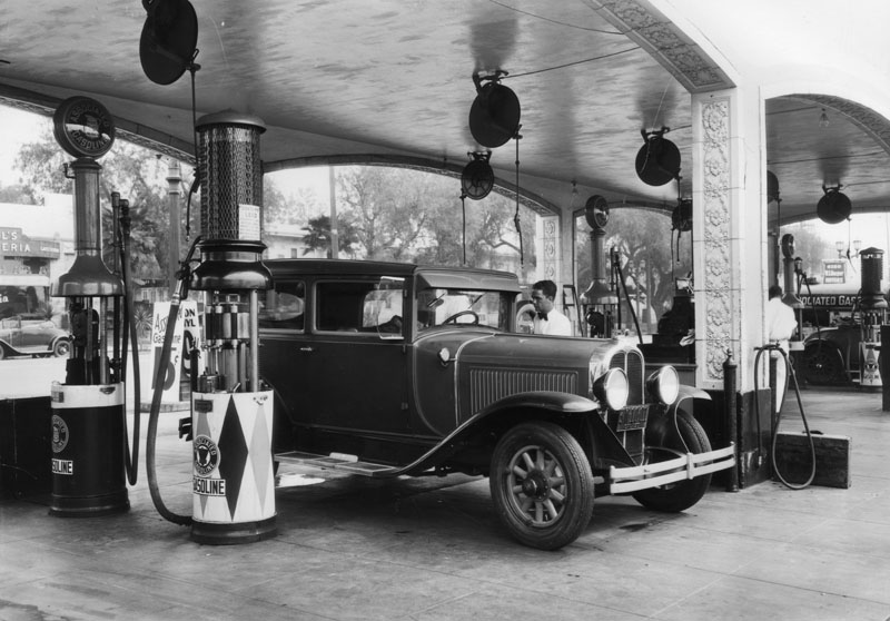 Mullers_Bros_Service_Station_1928.jpg
