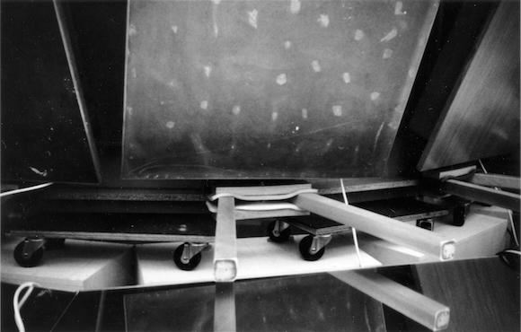 Reinhard Mucha,  Kasse beim Fahrer , 1987; photo: Philip Monk