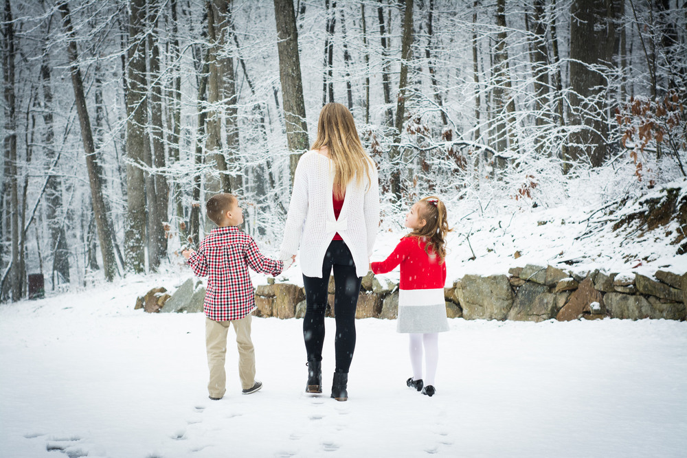 A November snow coincided with a family shoot in Perry County, making for the ultimate snowglobe picture.