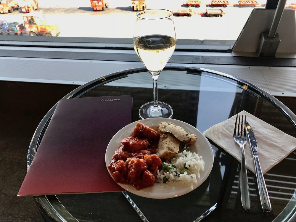 The pre-departure buffet in the Iberia lounge at Terminal 4S is quite good. OneWorld Sapphire members and above, as well as Iberia business class travelers, have access.