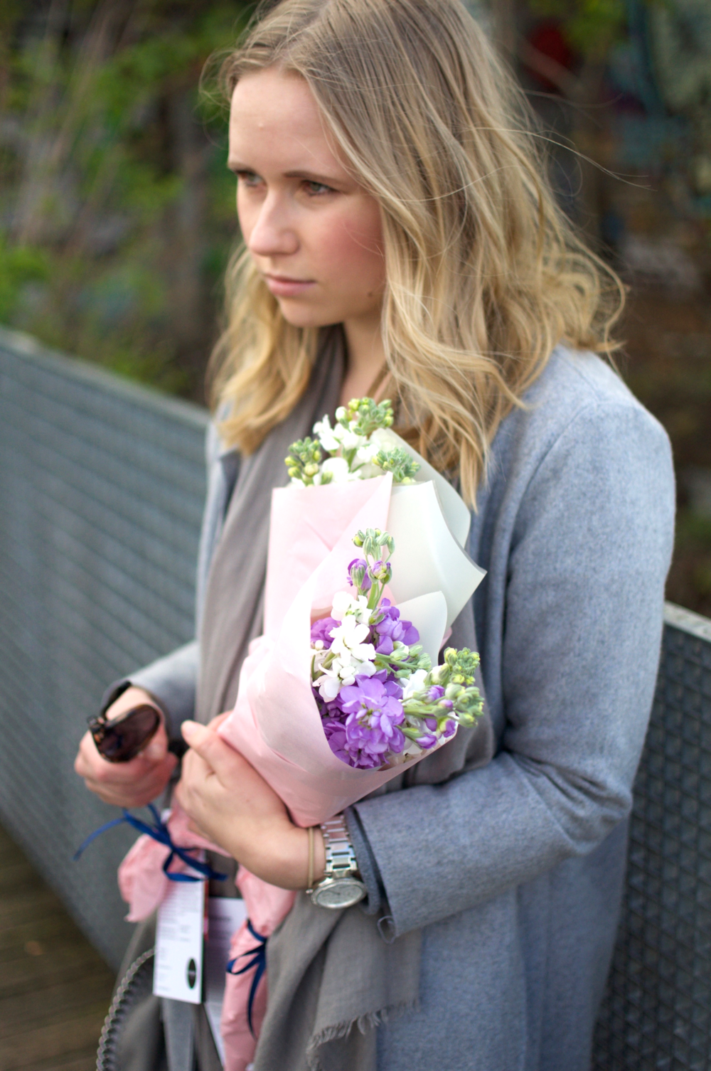 Blogger Fashion Flowers Messy Waves
