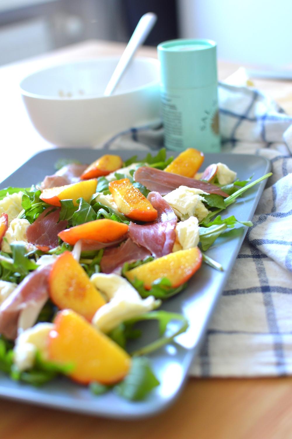 Rucola Salat mit gebratenen Pfirsichen